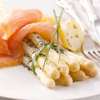 Toast au saumon et asperges